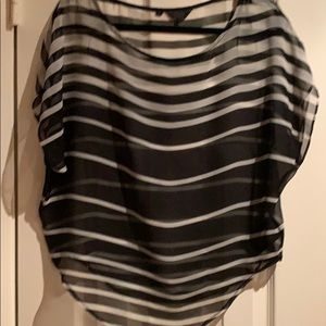 Guess short sleeve loose blouse